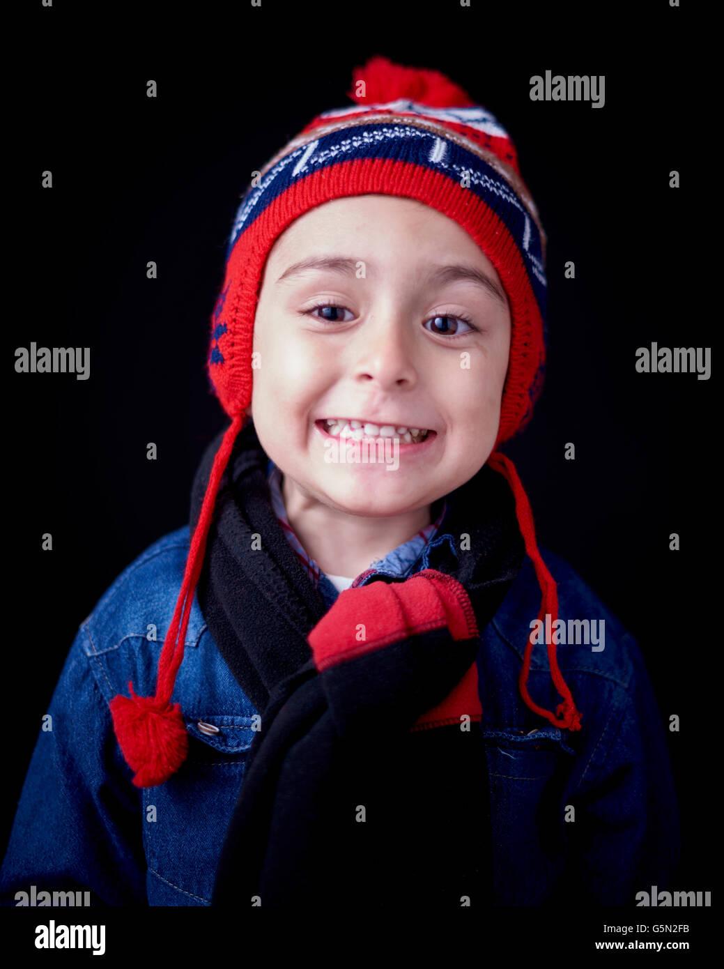 Close up Portrait of Hispanic junge warme Kleidung zu tragen Stockfoto
