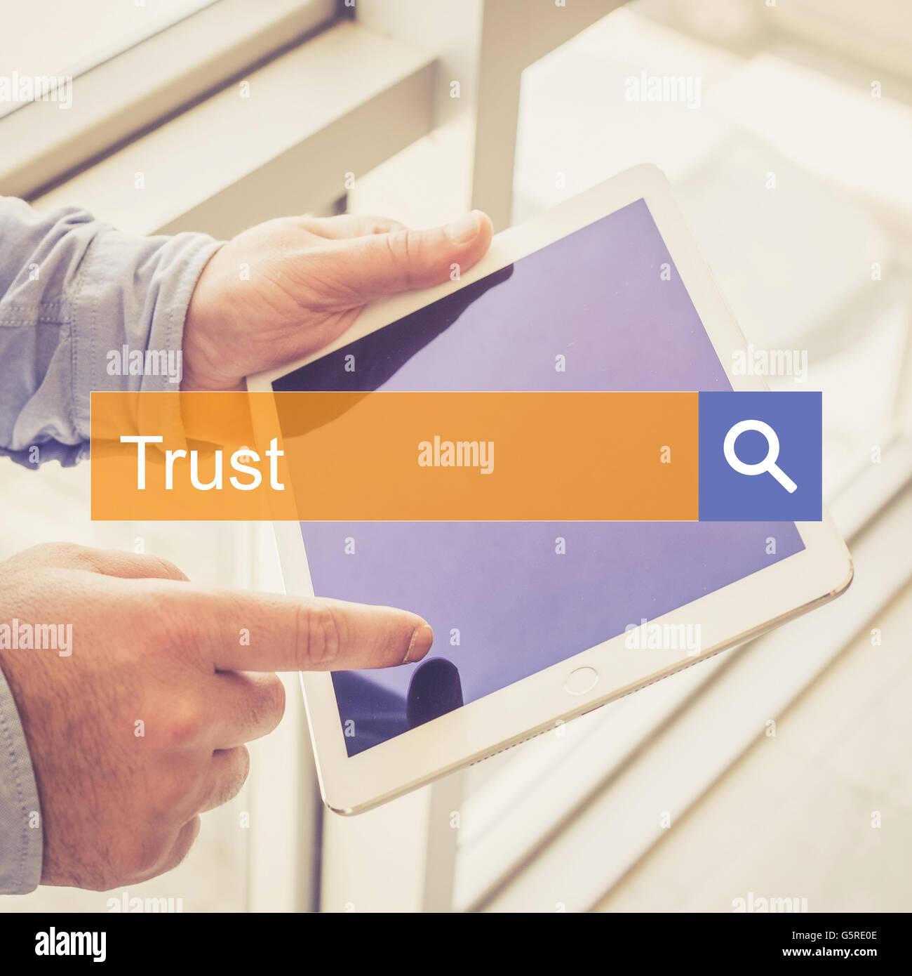 Suche Technologie Kommunikation Vertrauen TABLET Feststellung Konzept Stockfoto