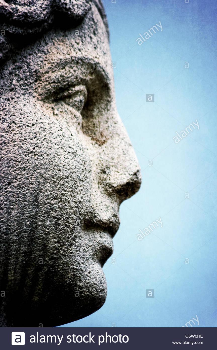 das Profil einer Statue aus Stein gemacht Stockbild