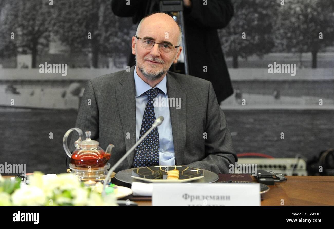 Moskau-Büroleiter für die deutsche Nachrichtenagentur DPA Friedemann Kohler bei einem Treffen mit dem Stockbild