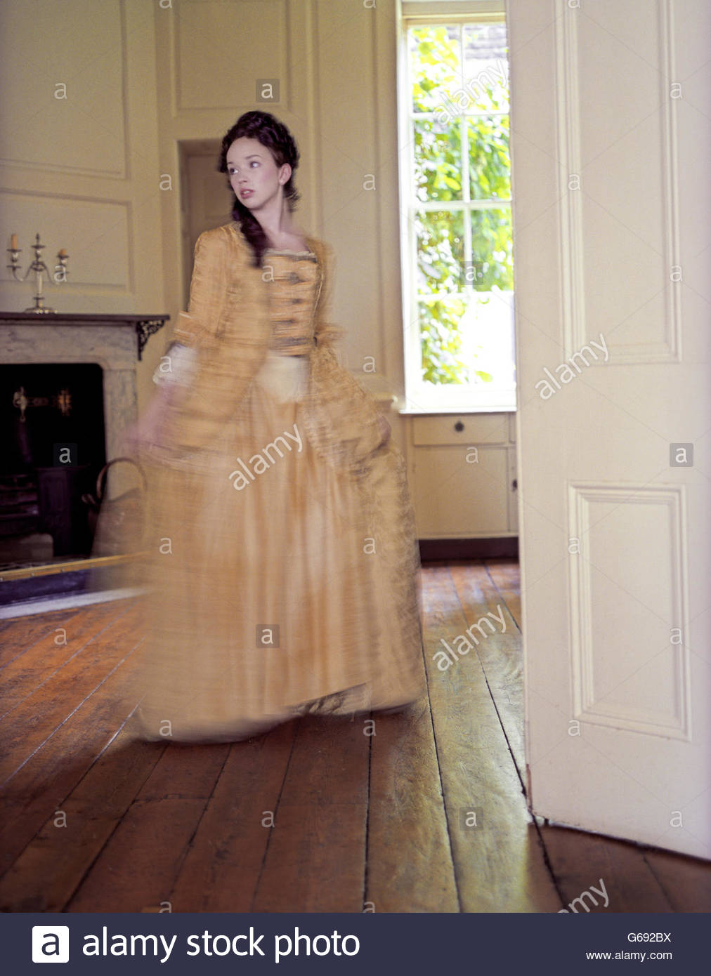 Mädchen im georgischen Kleid Stockbild