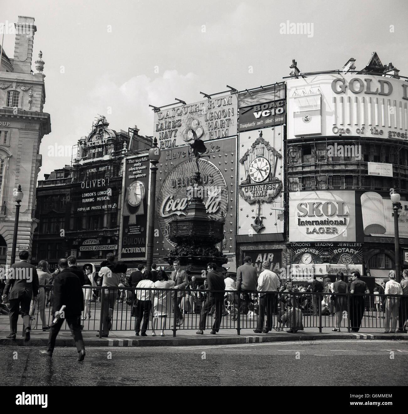 historische Ansicht des Piccadilly Circus, London, England der 1950er Jahre. Stockbild