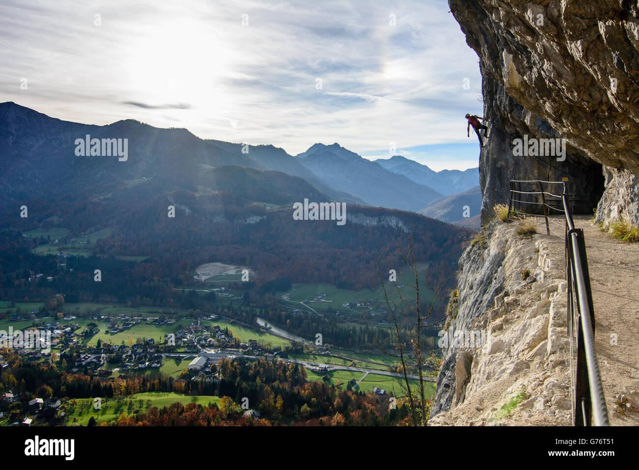 Klettersteig Oberösterreich : Felswand stollens zauberstab blick auf bad goisern klettersteig