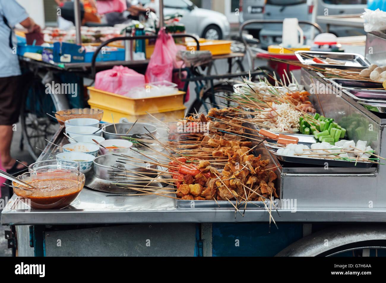 Lok-Lok Steamboat Stand auf der Kimberly Street Food Market, George Town, Penang, Malaysia. Stockbild
