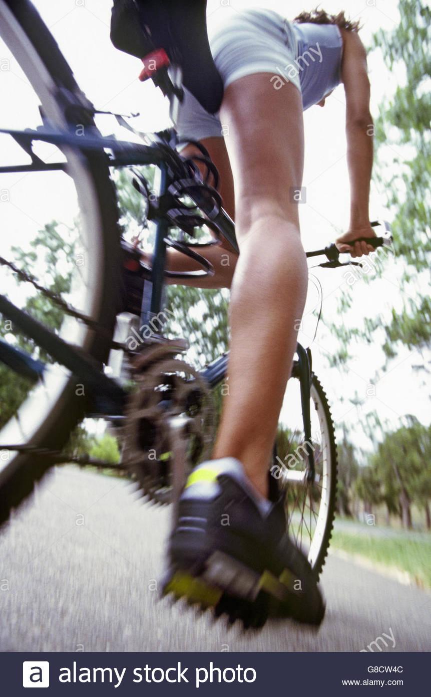 Bewegungsunschärfe Frau Radfahren Stockbild