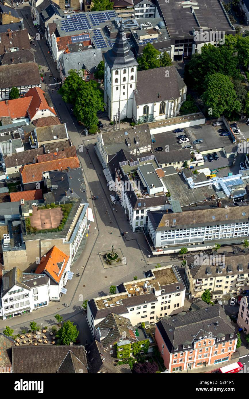 Luftaufnahme, Bernhard Brunnen, Kirche von St. James Lippstadt, Antenne, Lippstadt, Ost-Westfalen, NRW, Deutsch Stockbild