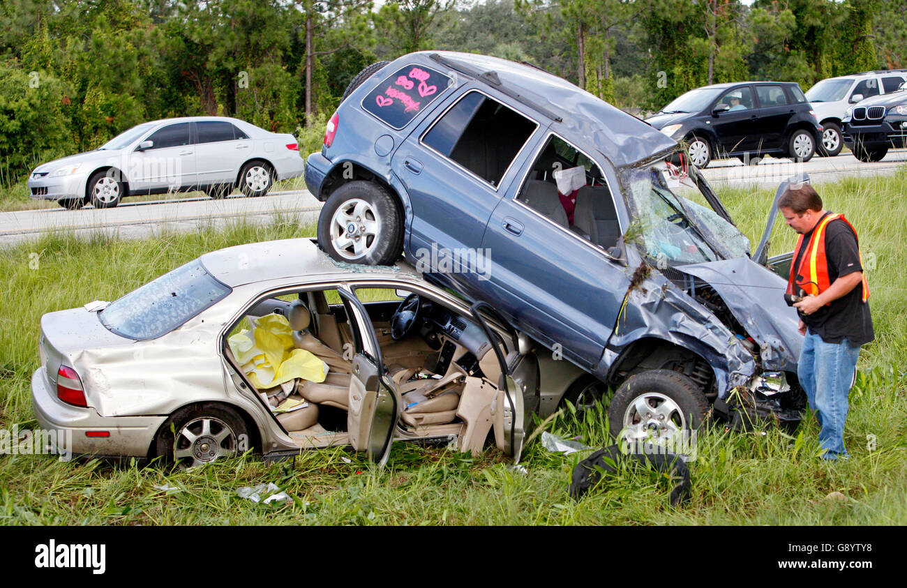Florida, USA. 30. Juni 2016. 070110 (Lannis Waters/The Palm Beach Post) MARTIN COUNTY - ein zwei Autowrack in der Stockfoto