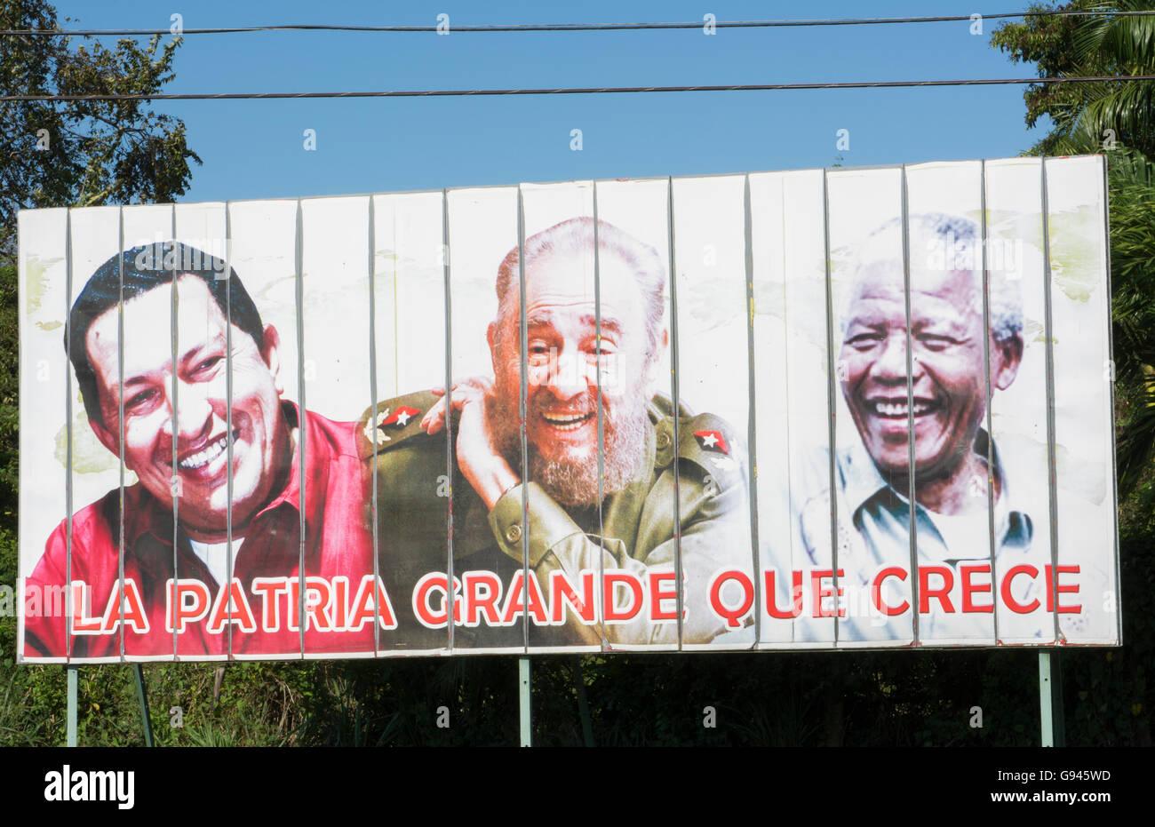 Kuba-Plakat von drei Helden im kubanischen Leben Hugo Chavez, Fidel Castro und Nelson Mandela in der Nähe von Stockbild