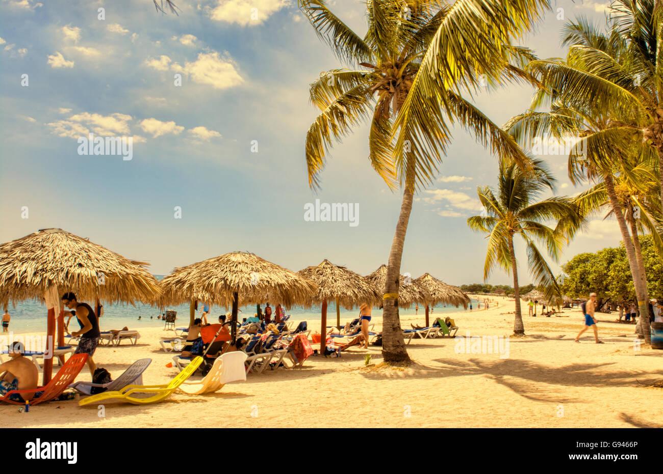 Trinidad Kuba wunderschönen weißen Sandstrand in der Nähe von Club Amigo Ancon mit blauem Wasser Stockbild