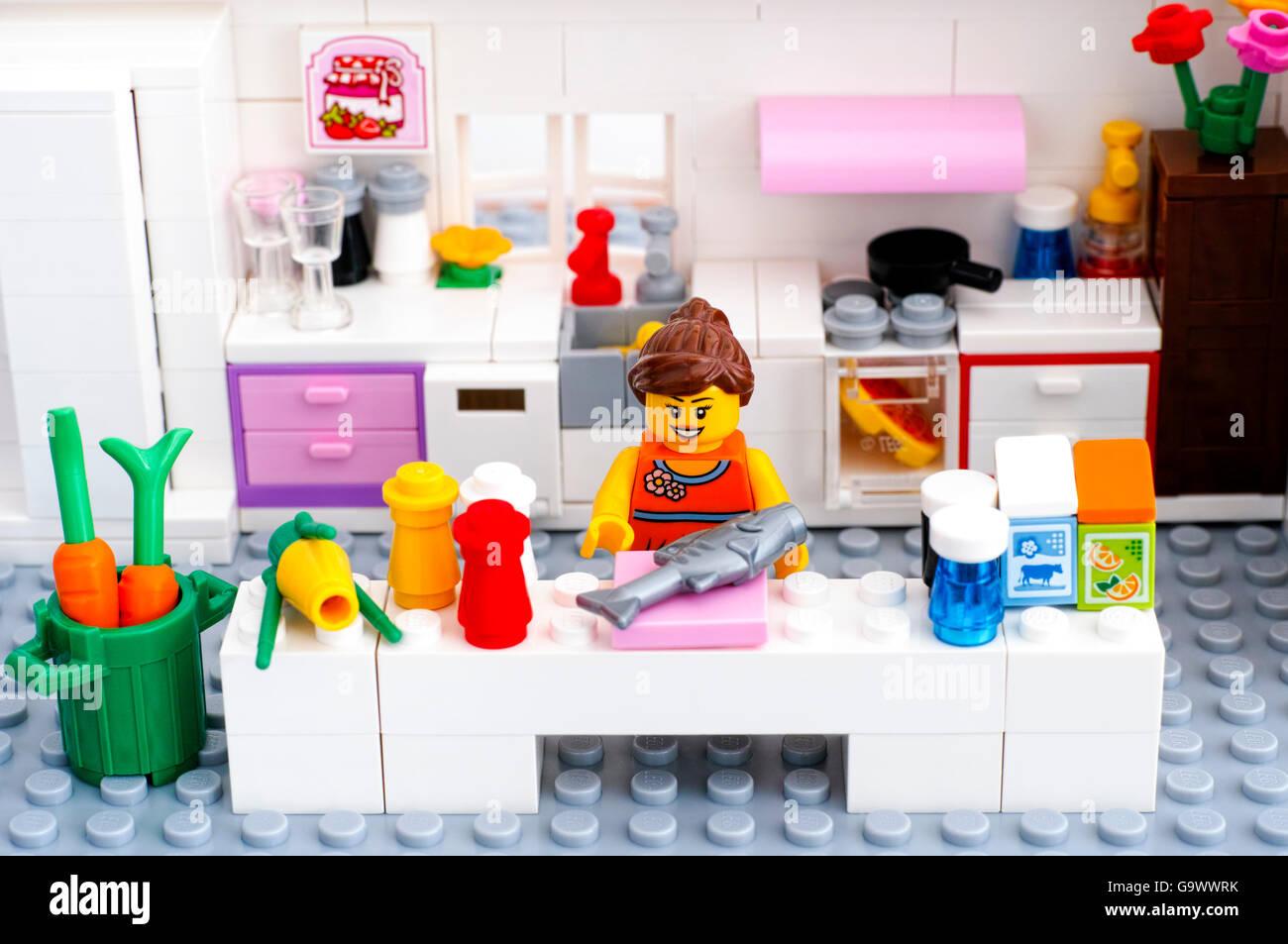 Lego Woman Stockfotos & Lego Woman Bilder - Alamy
