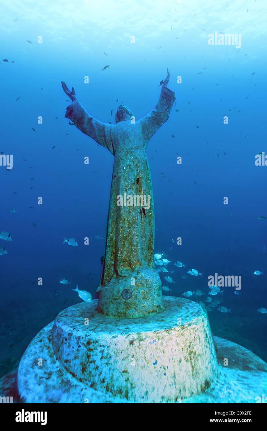 bronze statue von christus des abgrunds unterwasser. Black Bedroom Furniture Sets. Home Design Ideas