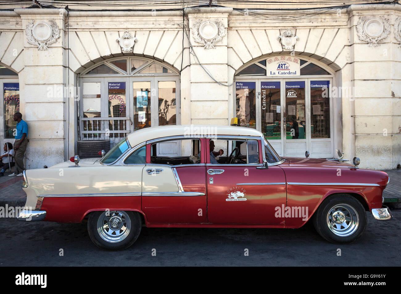 Oldtimer, rot und weiß, 50er Jahre, Santiago De Cuba, Provinz Santiago De Cuba, Kuba Stockbild