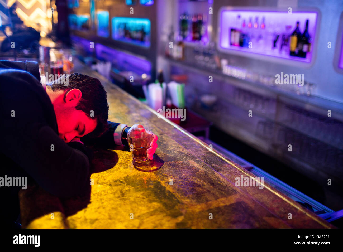 Drunken Man Sleeping On Bar Stockfotos & Drunken Man Sleeping On Bar ...