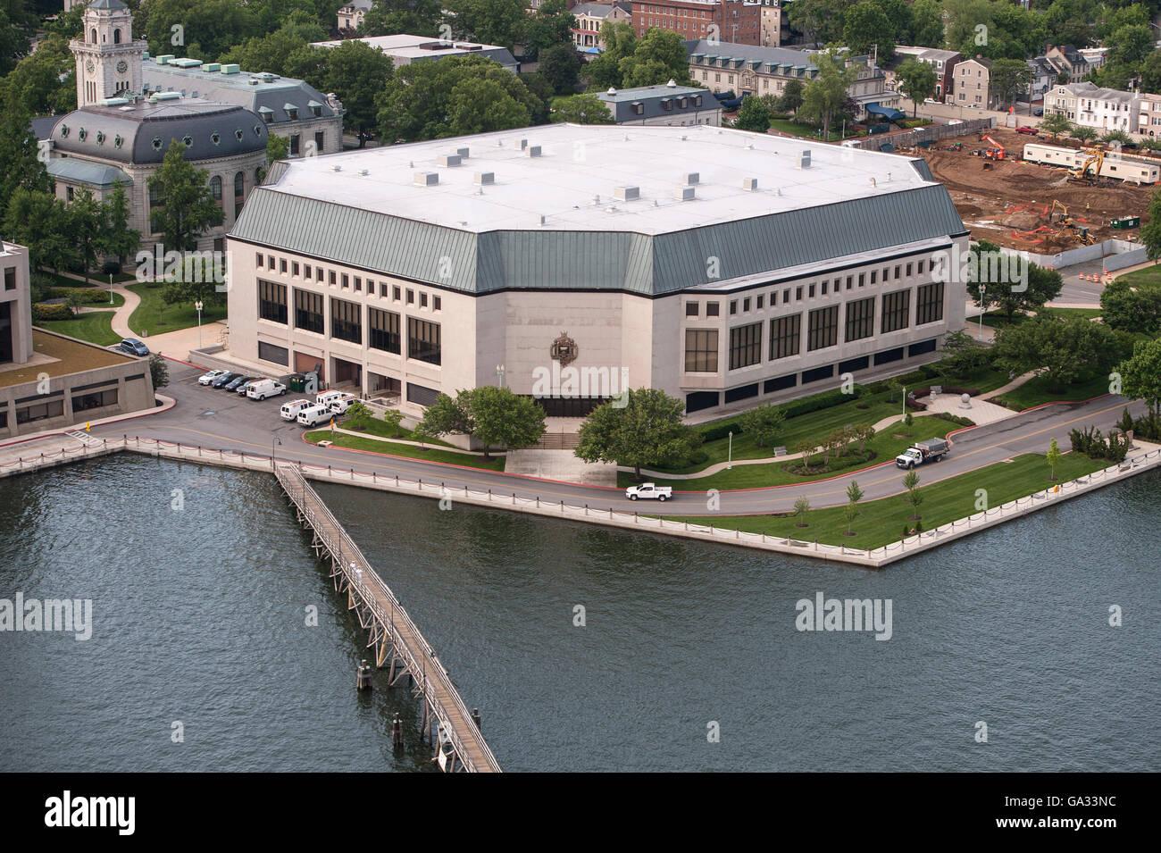Alumni Hall an der US Naval Academy entlang des Flusses Severn in Annapolis, Maryland. Stockbild