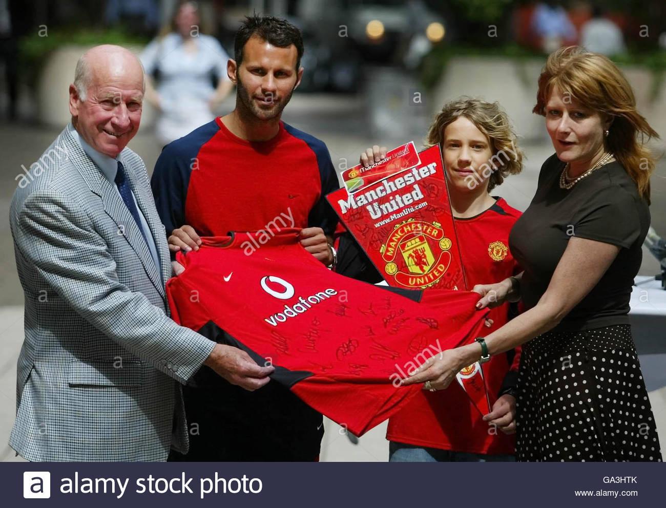 Manchester Uniteds Bobby Charlton Stockfotos & Manchester Uniteds ...