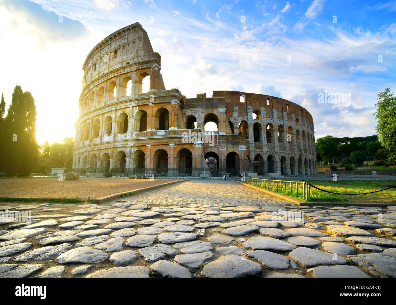 Weg zum Kolosseum in ruhiger sonniger Morgen Stockbild