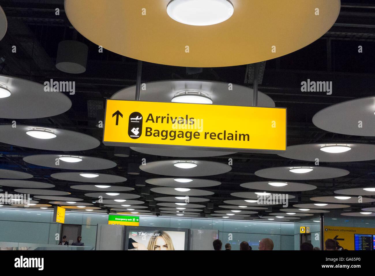 Ankunft Gepäckausgabe Schild an einem Flughafen in Großbritannien Stockbild