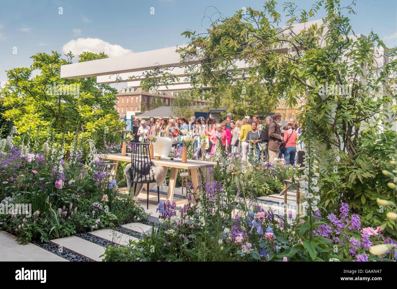 Ein Schaugarten auf die RHS Chelsea Flower Show, entworfen von Heu Joung Hwang. Stockfoto