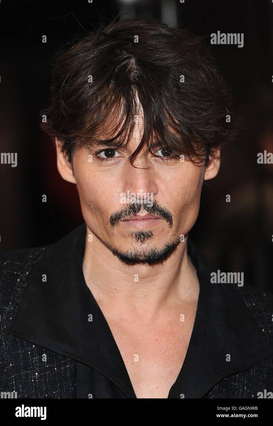 Johnny Depp kommt zur Premiere von Sweeney Todd: The Demon Barber von Fleet  Street im Odeon West End Cinema, Leicester Square, London Stockfotografie -  Alamy