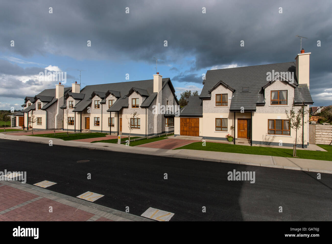 Häuser vor kurzem abgeschlossene Zeile neue Gehäuse Europa Stockbild