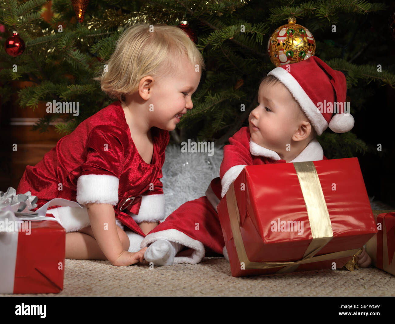 Christmas Tree Presents Boy Gifts Stockfotos & Christmas Tree ...