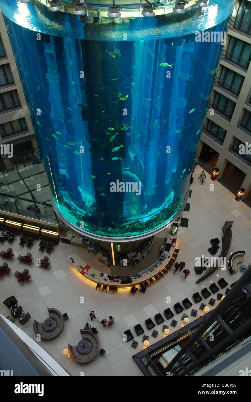 Aquarium In Der Lobby Des Hotels Radisson Hotel Berlin Deutschland