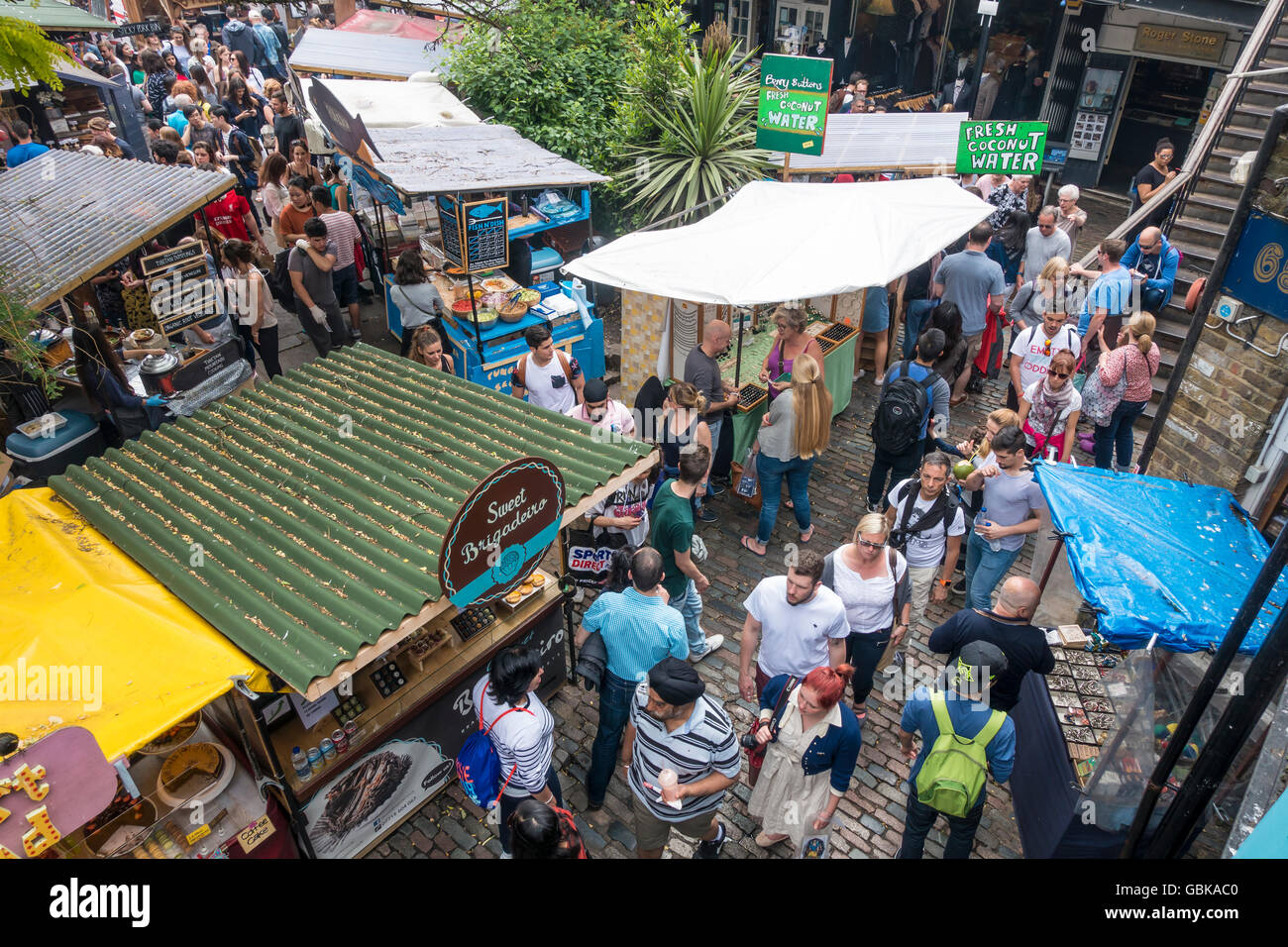 Belebten Camden Market Street Food Ständen Camden London UK Stockbild