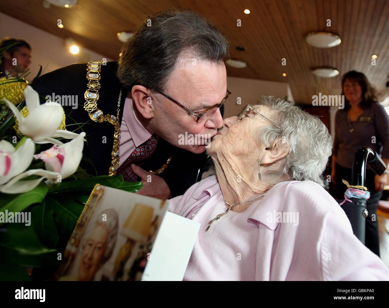 Wer Ist Heute 107 Jahre Alt Stockfotos Wer Ist Heute 107 Jahre Alt
