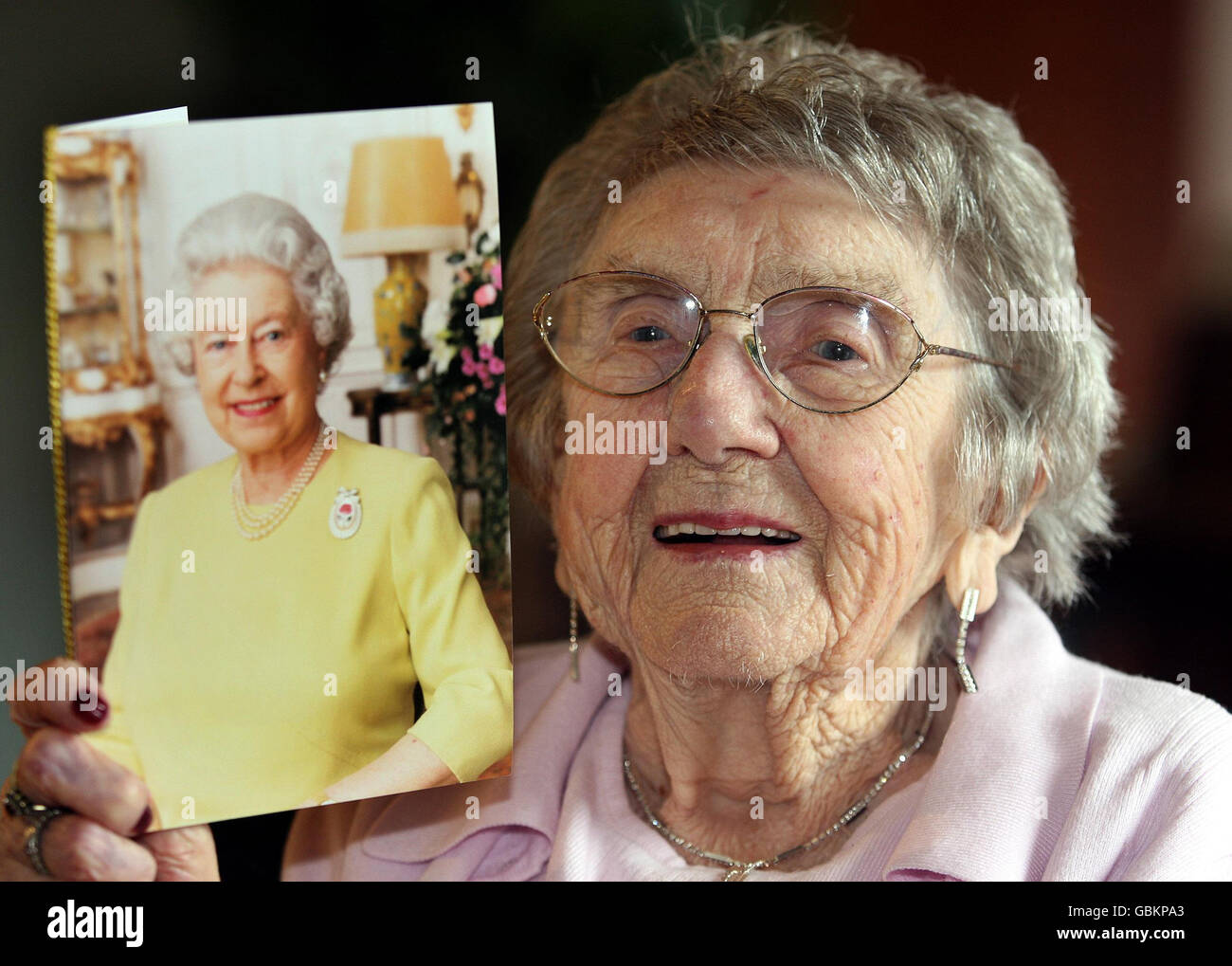 107 Jahre Alte Frau Feiert Geburtstag Stockfoto Bild 110458043 Alamy