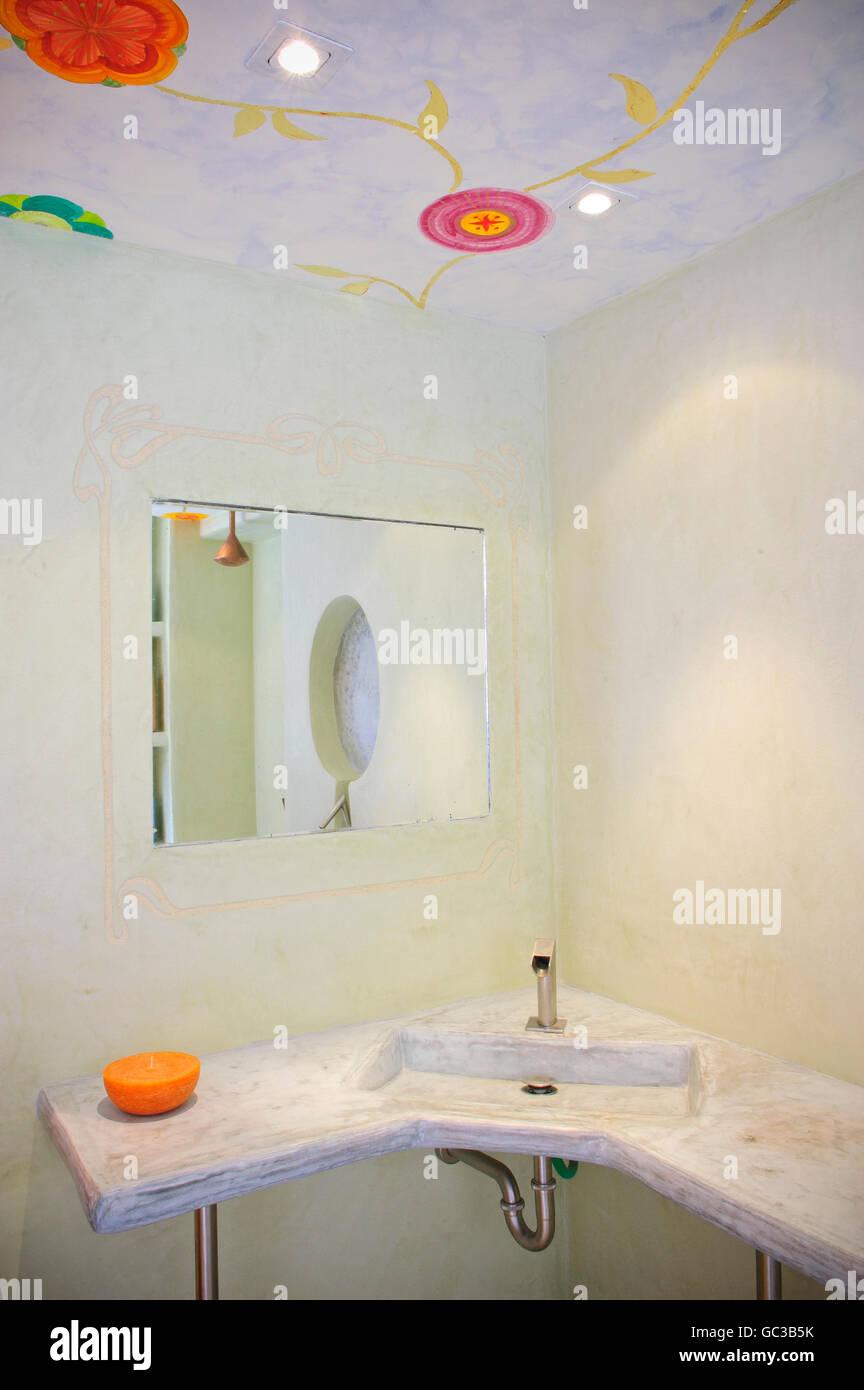 Interieur, Badezimmer mit traditionellen marokkanischen Putz Wände ...