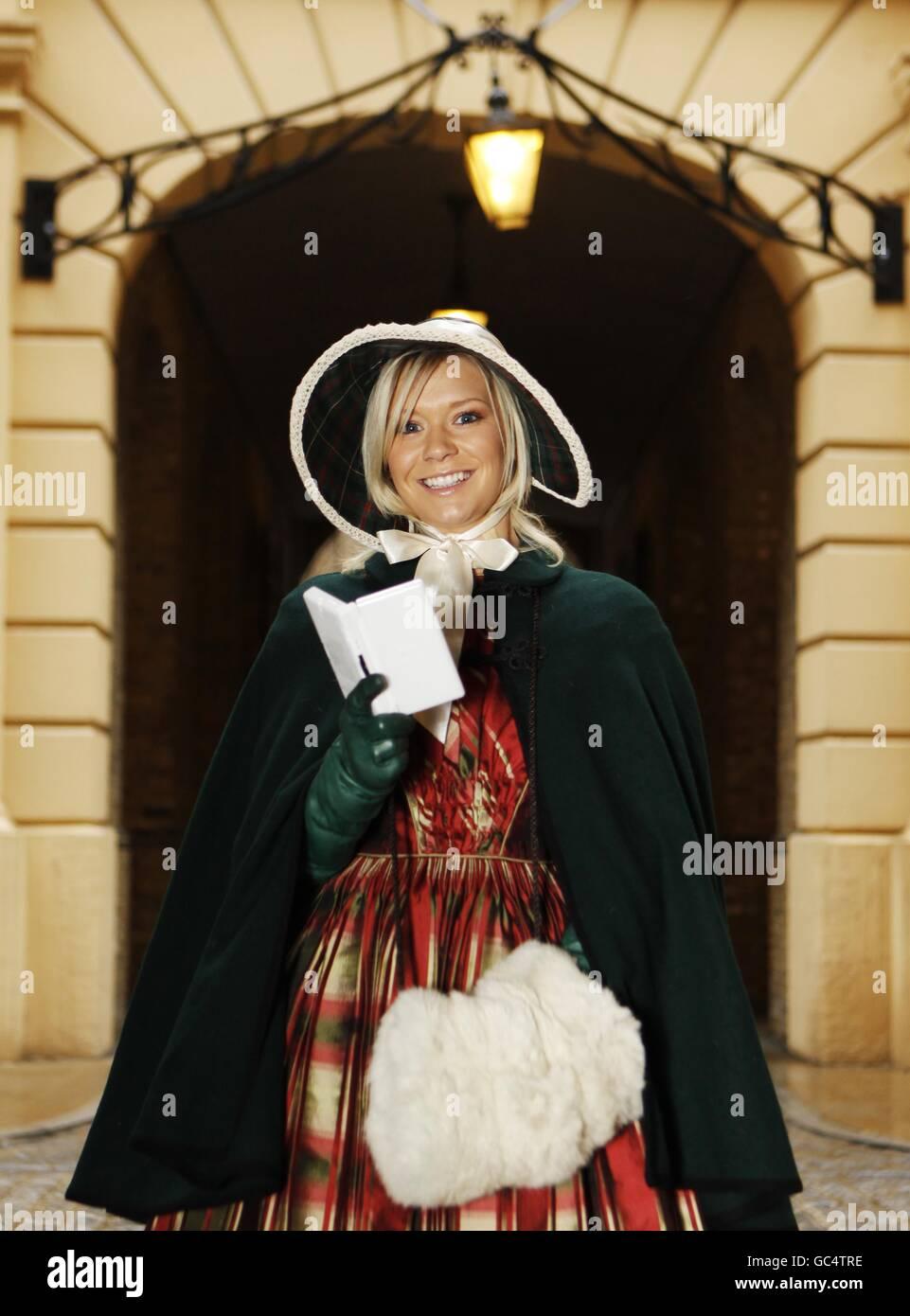 Dressed As A Dickensian Carol Singer Stockfotos & Dressed As A ...