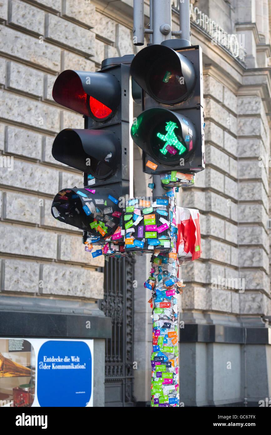 Fußgängerüberweg, zeigt grüne Mann Berlin Deutschland Stockfoto
