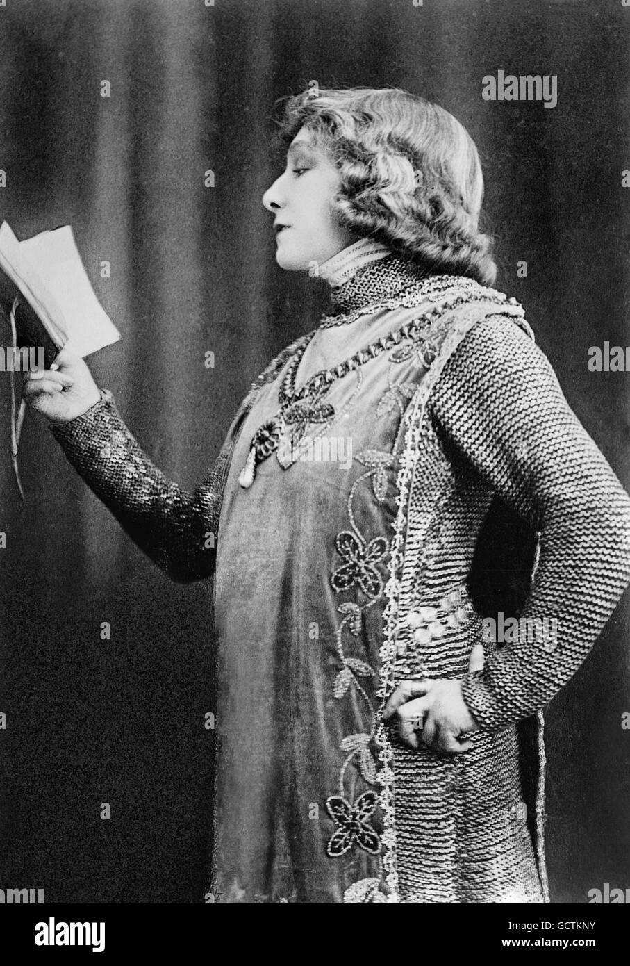 Sarah Bernhardt (1844-1923) als Johanna von Orléans (Jeanne d ' Arc). Foto von Bain News Service, c.1898. Stockbild