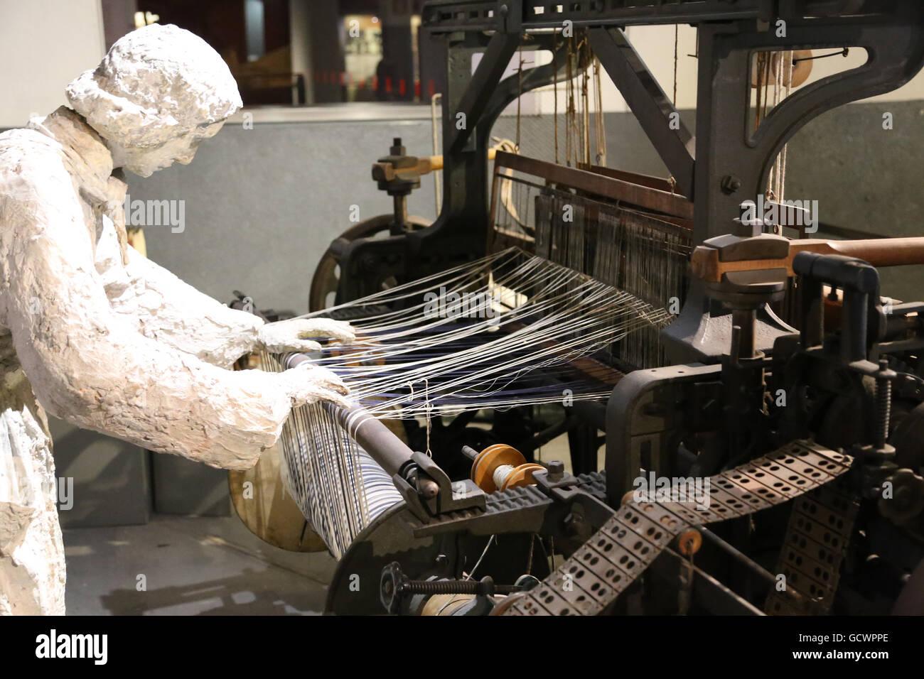 Textilfabriken. des 19. Jahrhunderts. Frau arbeitete in der Textilindustrie. Reproduktion. Spain.Museum die Geschichte Stockbild