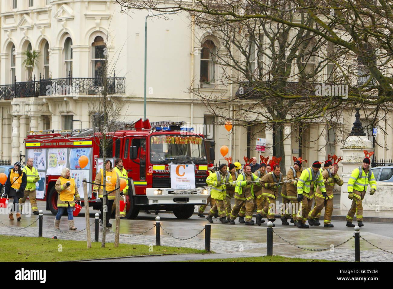Feuerwehrleute Charity haul Stockfoto