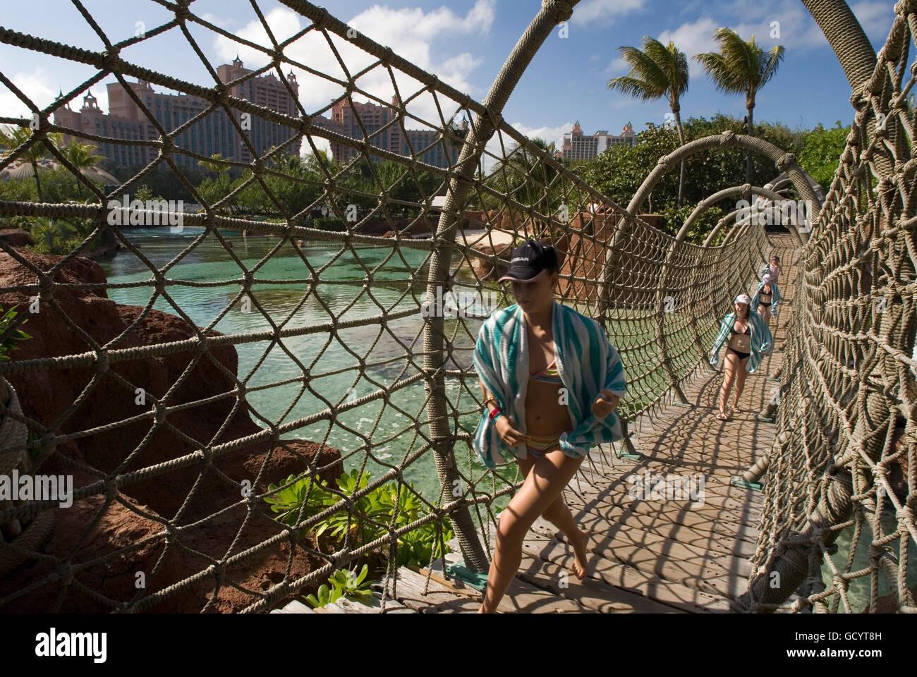 In Das Hotel Atlantis Paradise Island Nassau New Providence Island Bahamas Karibik Panorama Hotel Atlantis Und Pa Stockfotografie Alamy