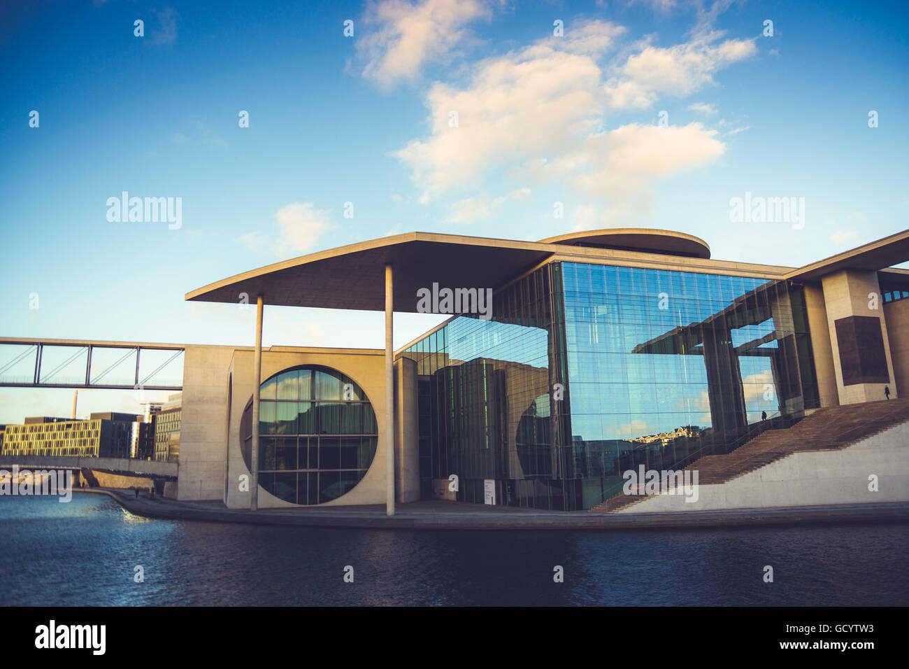 Die schöne, moderne Architektur des Bundes Kanzleramt in Berlin, Deutschland Stockbild