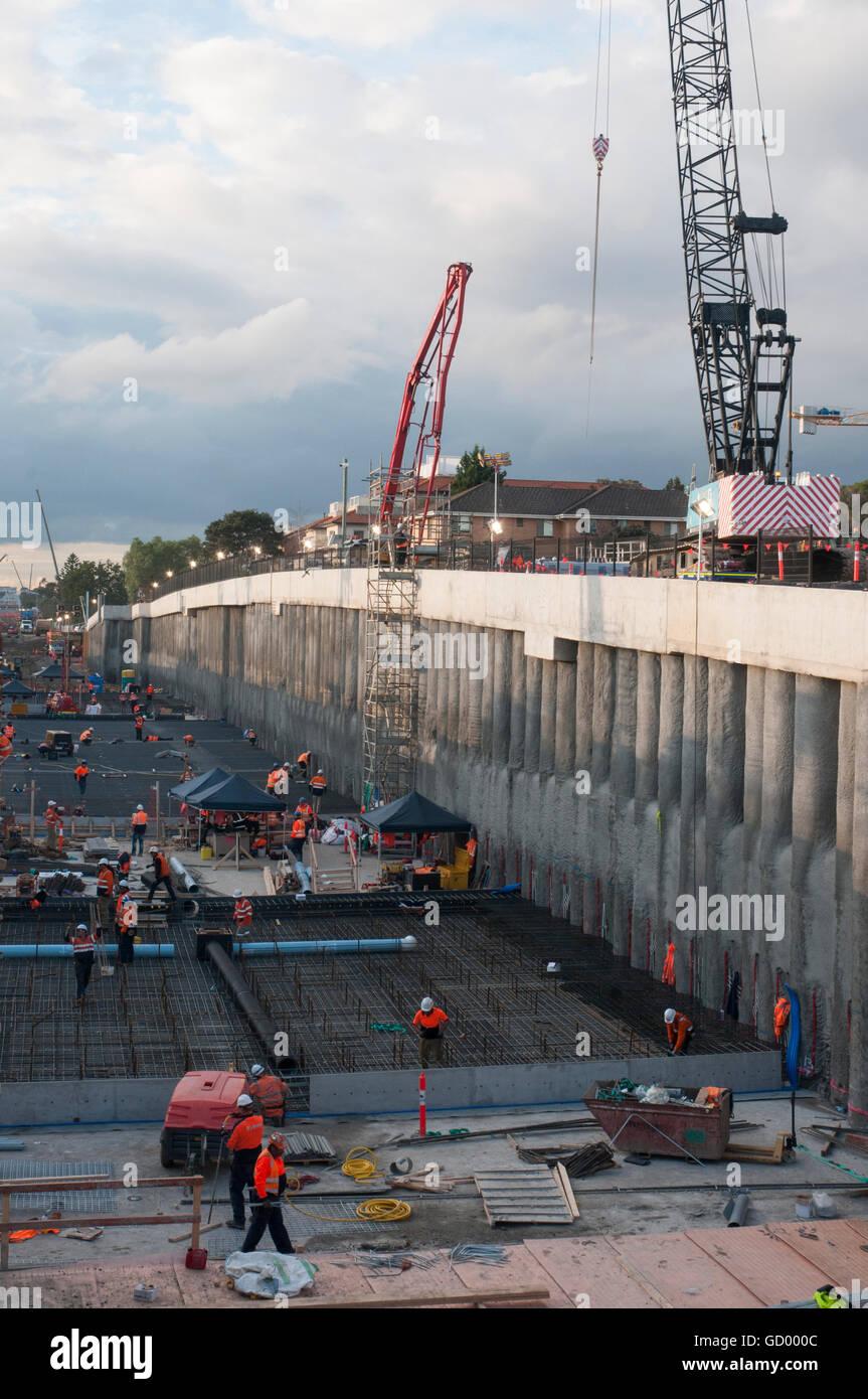 Die Bauarbeiten für die Beseitigung von Bahnübergängen auf s-Bahn-Linien in Metropolregion Melbourne, Stockbild