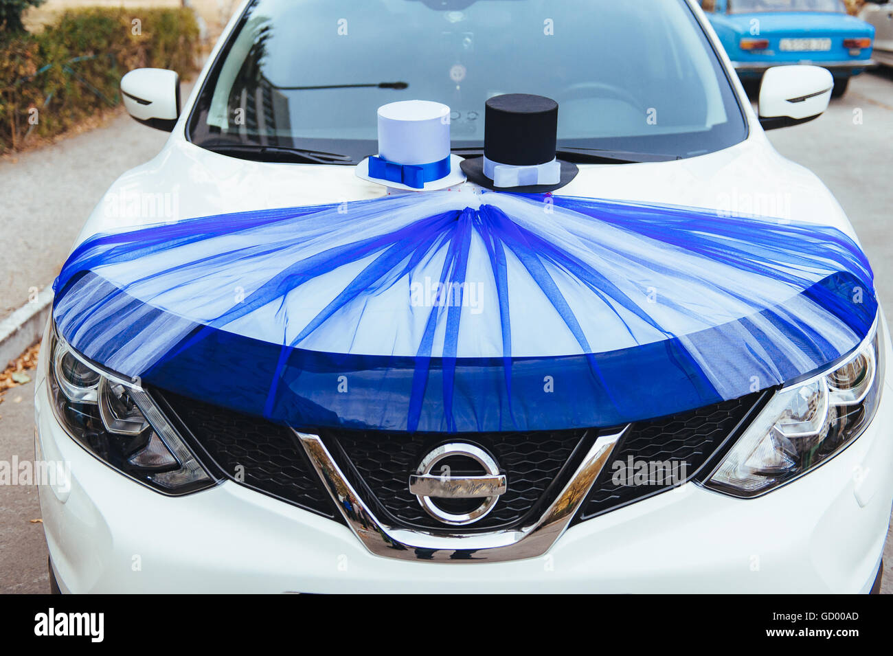 Ein Schwarzes Hochzeitsauto Mit Rosen Dekoriert Luxus Hochzeit Auto