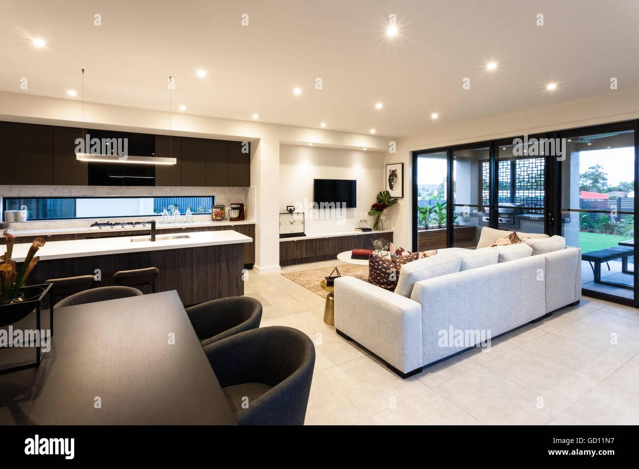 Moderne Wohnzimmer Und Essbereich Neben Terrasse Eingang Von Aussen