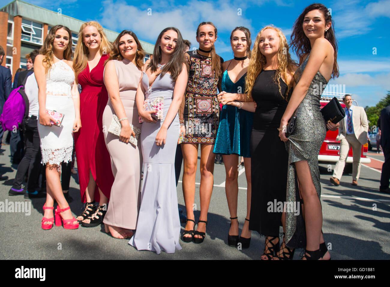 Jahr 11 Mädchen im Teenageralter an Aberystwyths Penglais Gymnasium ...