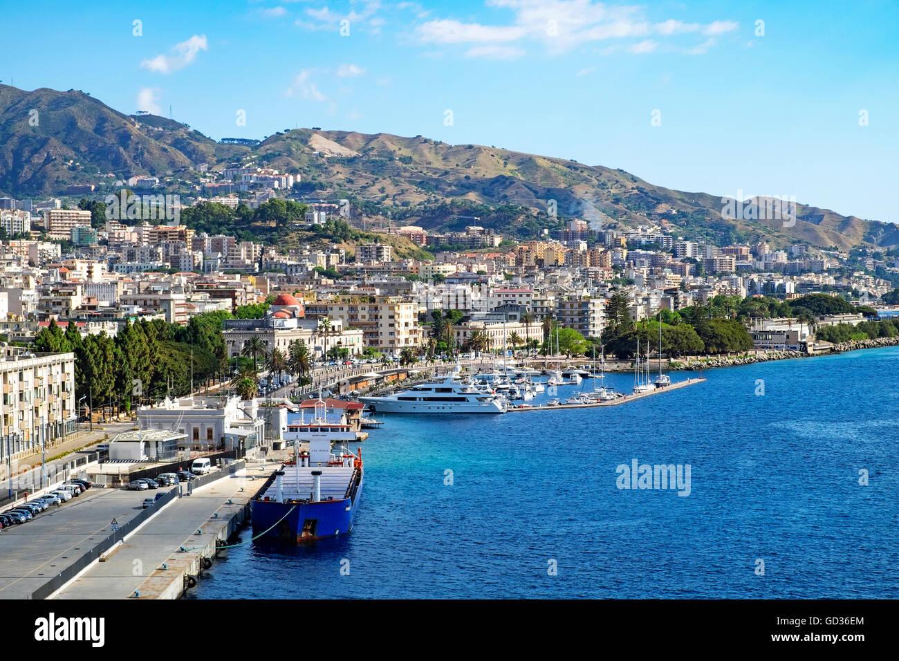 Der Hafen in Messina, Sizilien, Italien Stockbild