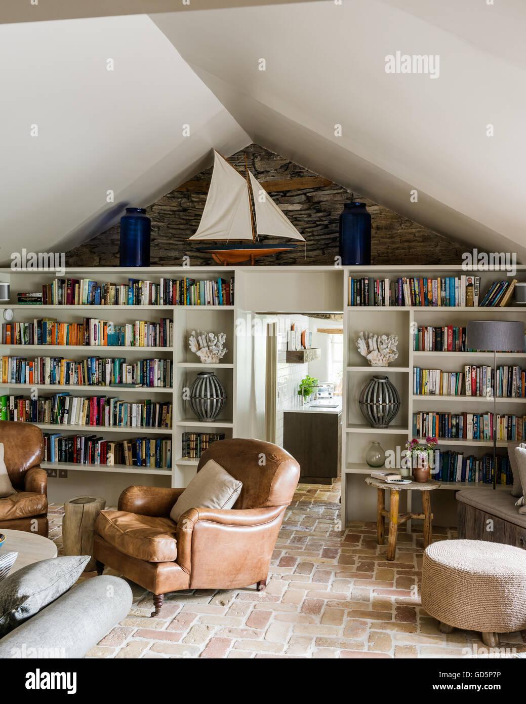 paar highbury immobilien tabak lederst hle im wohnzimmer. Black Bedroom Furniture Sets. Home Design Ideas