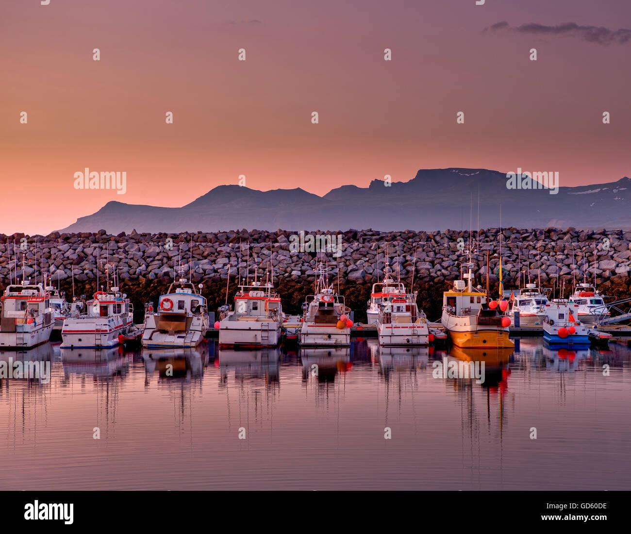 Hafen Sie mit kleinen Fischerbooten, Ólafsvík, Snaefellsnes Halbinsel, Island Stockbild