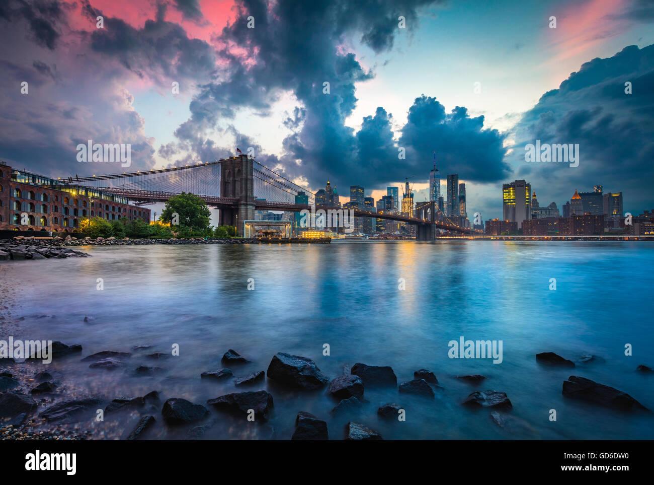 Die Brooklyn Bridge in New York City ist eine der ältesten Hängebrücken in den Vereinigten Staaten Stockbild