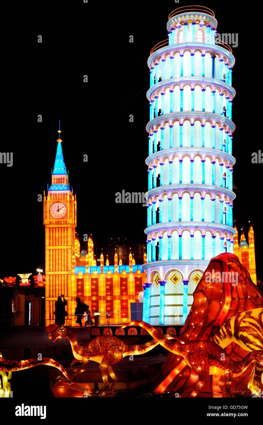 Pisa Turm und House of Parliament in London, Beleuchtung an das chinesische Laternenfest in der Nacht, Ontario Place, Stockbild