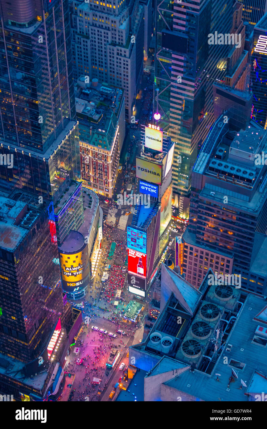 Luftaufnahme (Hubschrauber). Times Square ist ein großen kommerziellen Kreuzung und Nachbarschaft in Midtown Manhattan, Stockfoto