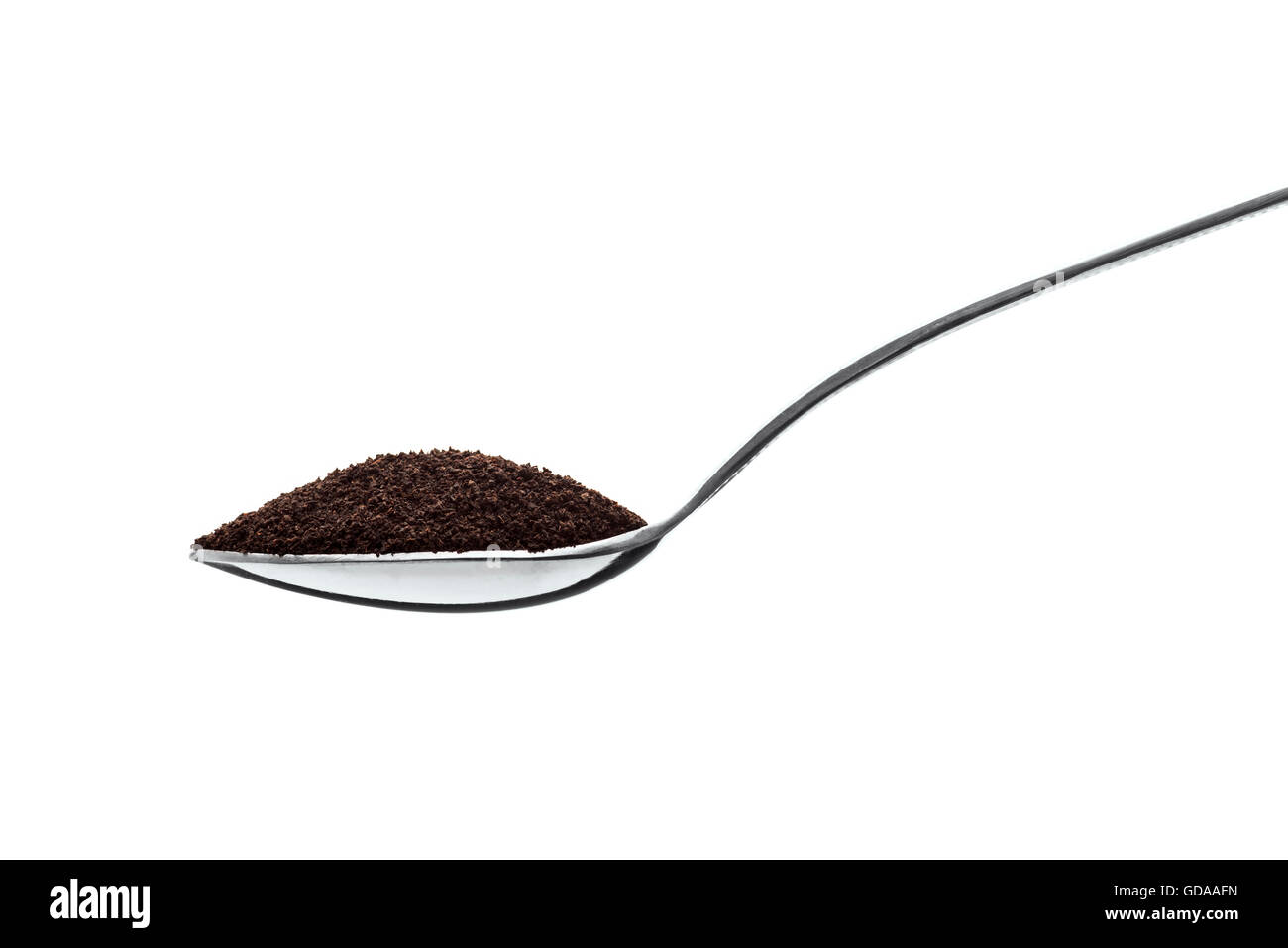 Teelöffel voll von schwarzem Staub Tee, Isolated on White Background Stockbild