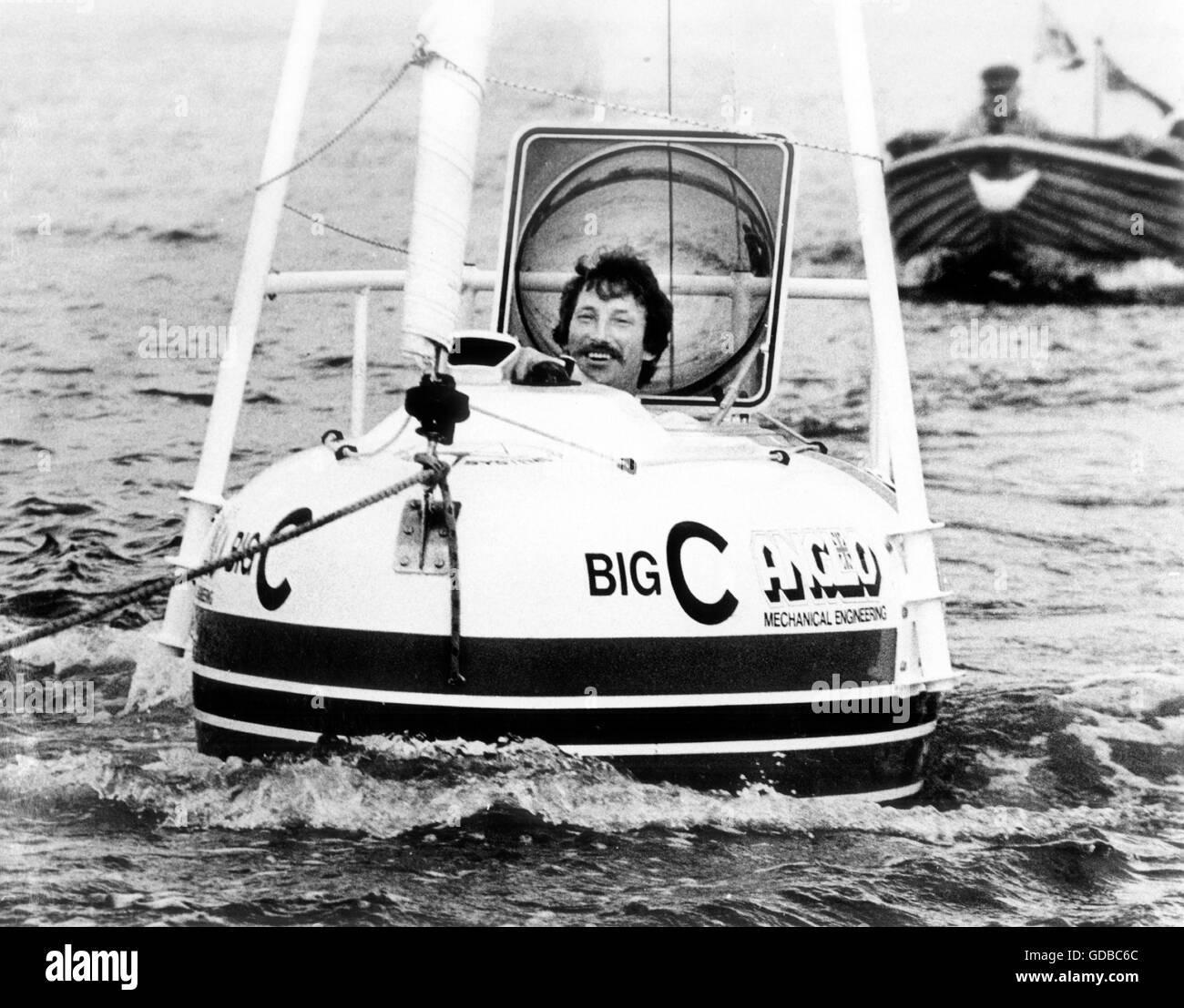 AJAX-NEWS-FOTOS. 20. JULI 1983. SOUTHAMPTON, ENGLAND. -KLEINSTE BOOT - LIVERPOOLER TOM MCNALLY IN BIG - C, WAS BEHAUPTET Stockbild