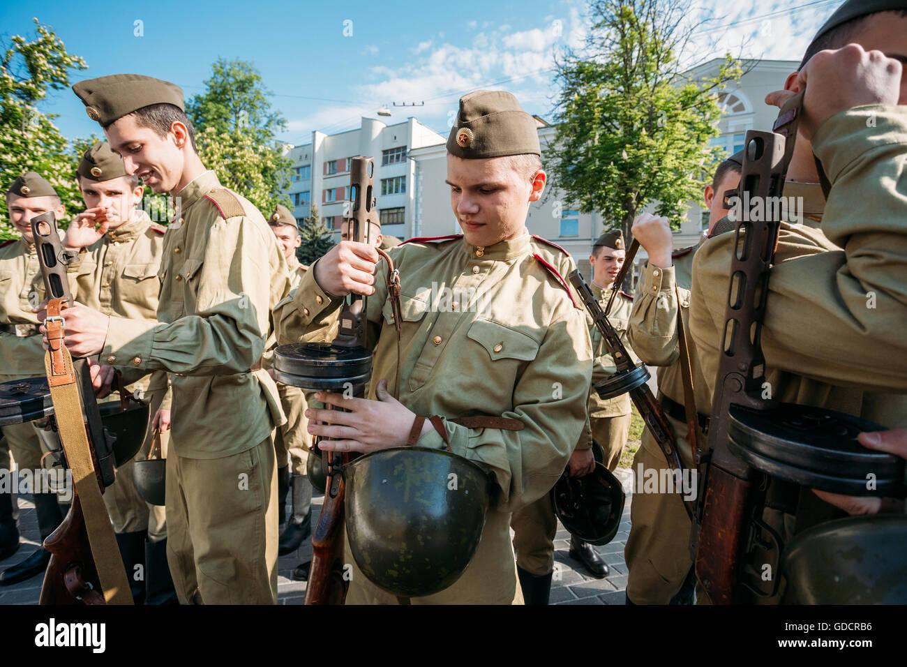 Jungs als soldaten